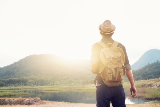 Joven Viajero Mochila Relajante Al Aire Libre 1421 190